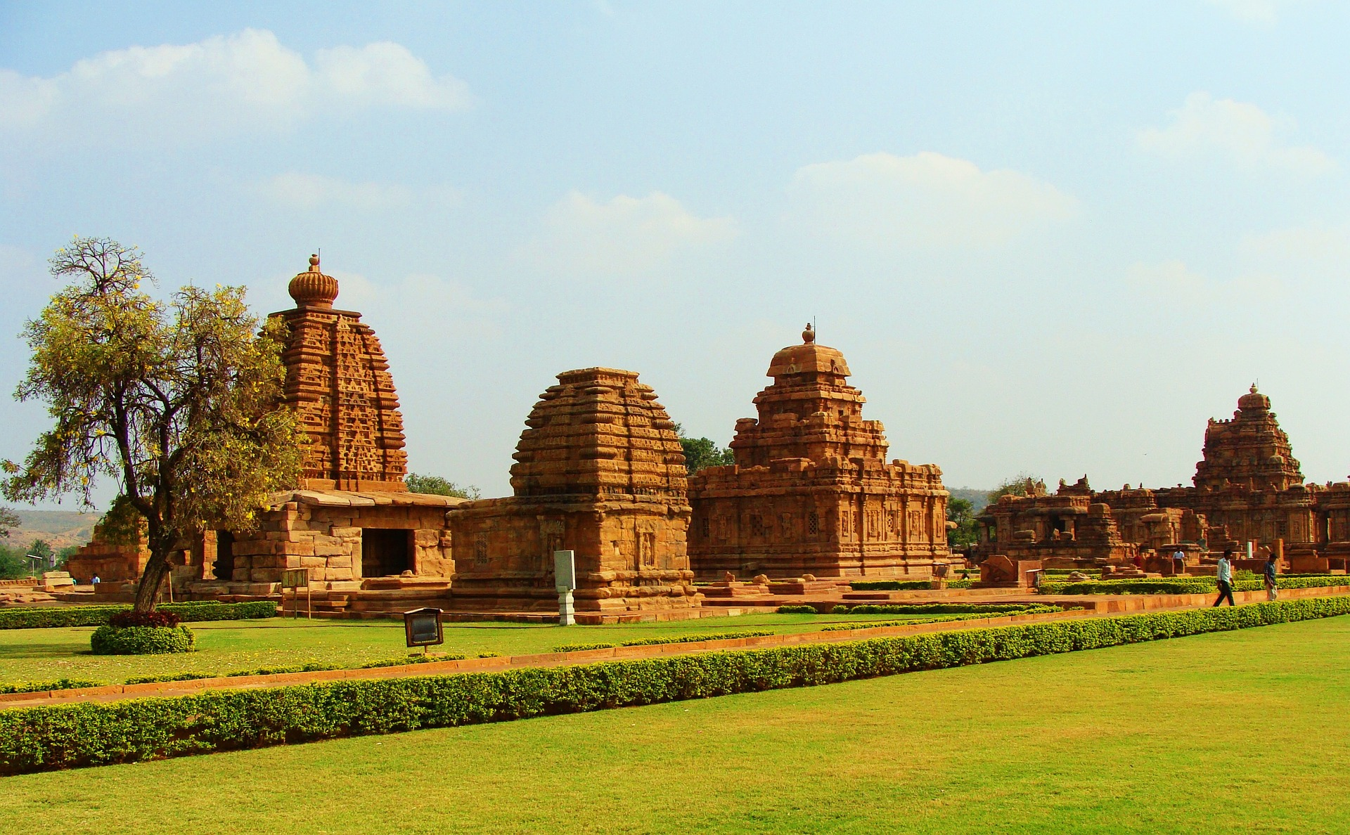 https://pixabay.com/en/pattadakal-monuments-unesco-site-172207/